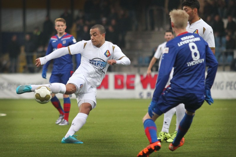 Velsen Zuid : Oefenwedstrijd Telstar - Heerenveen.  FOTO : RON PICHEL
